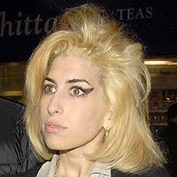 amy winehouse goes blonde and crazy