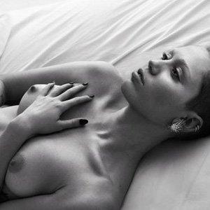 mylie cyrus nipples